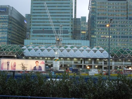 The Roof Goes On Canary Wharf Crossrail Station