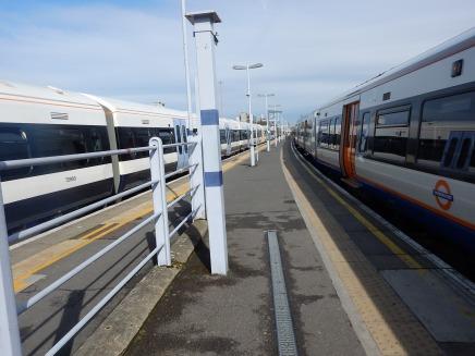A Narrow Platform With No Space